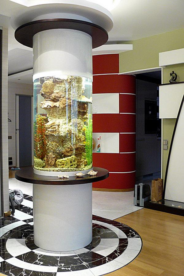 аквариум в виде колонны
