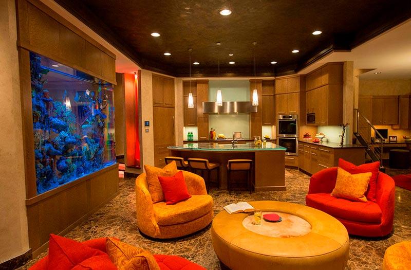 аквариум в интерьере гостинной