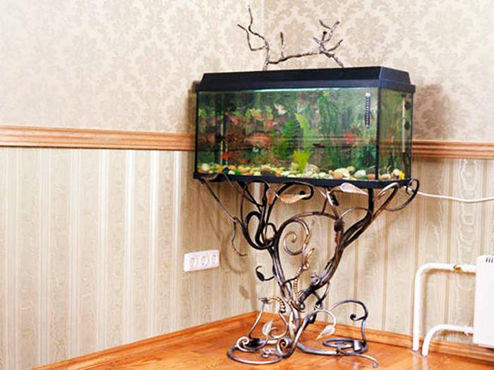 аквариум на декоративной подставке