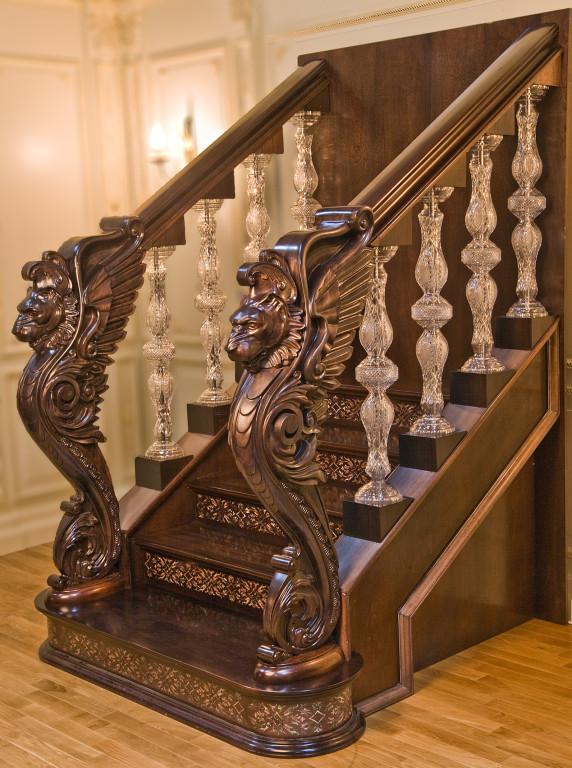 резная лестница на заказ